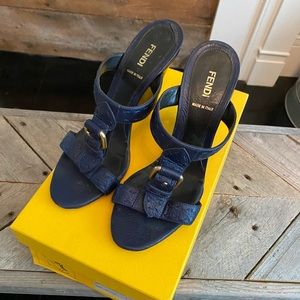 EUC Fendi navy wedge 38.5